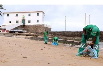 Pandemia reduz em quase 40% lixo coletado nas praias de Salvador