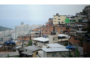 Maioria dos brasileiros mora em casa e é dona do imóvel, mostra IBGE