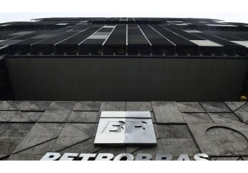 Petrobras aceita oferta de US$ 1,65 bi por refinaria na Bahia