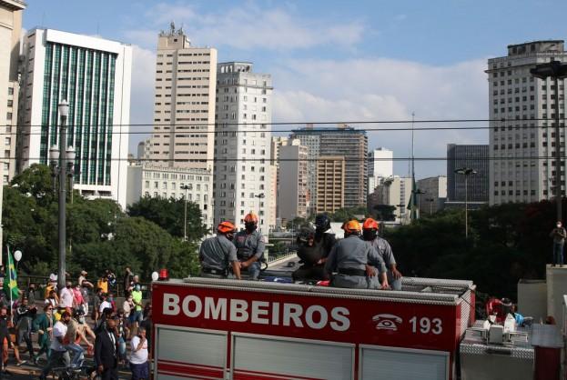 Parentes, amigos e apoiadores se despedem de Bruno Covas | Bahia tempo real