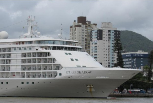 Últimos passageiros de navio isolado no Porto do Recife são retirados | Bahia tempo real
