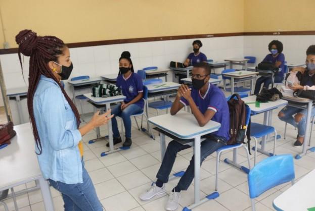 Estudantes se adaptam à nova rotina de aulas semipresenciais na rede estadual de ensino | Bahia tempo real